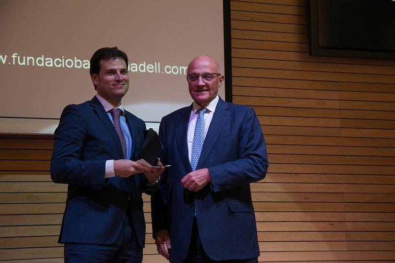 El Dr. Borja Ibáñez recibe el Premio del Banco Sabadell