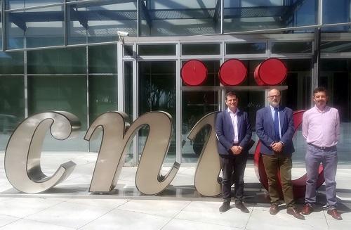 El Director de Investigación Clínica del CNIC, Dr. Borja Ibáñez, gerente de Fibao y del ibs. Granada, Javier Burgos Muñoz, y el director gerente del CNIC, Alberto Sanz Belmar