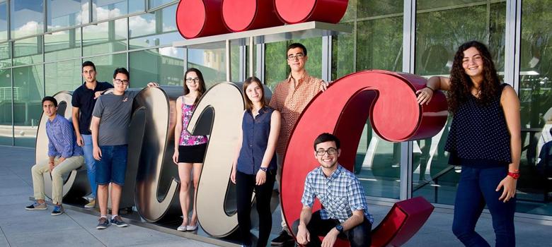 Los estudiantes que participarán este año en el programa Acércate