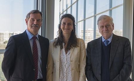 Dr. José María Mendiguren, Director de Servicios Médicos de Banco Santander, Leticia Fernández-Friera, cardióloga del CNIC y del Hospital Universitario HM Montepríncipe, y Dr. Valentín Fuster, Director del CNIC.