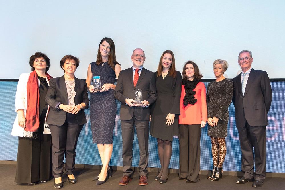 Foto del Premio de Iniciativa Saludable a la Campaña Mujeres por el Corazón