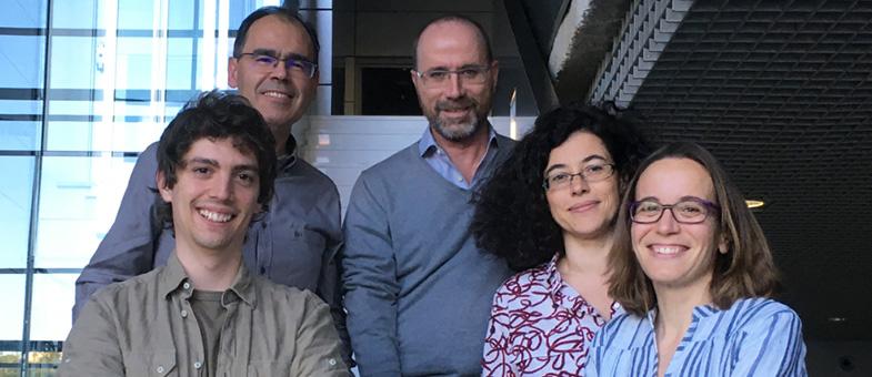 De izda. a dcha.: Ángel Álvarez Prado, Prof. Jesús Vázquez, Juan Antonio López del Olmo, Dra. Almudena Ramiro y Dra. Virginia G. de Yébenes