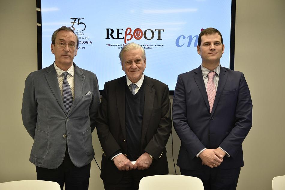 Dr. Manuel Anguita, presidente de la SEC,    Dr. Valentín Fuster, director del CNIC, y Dr.Borja Ibáñez, investigador principal de REBOOT
