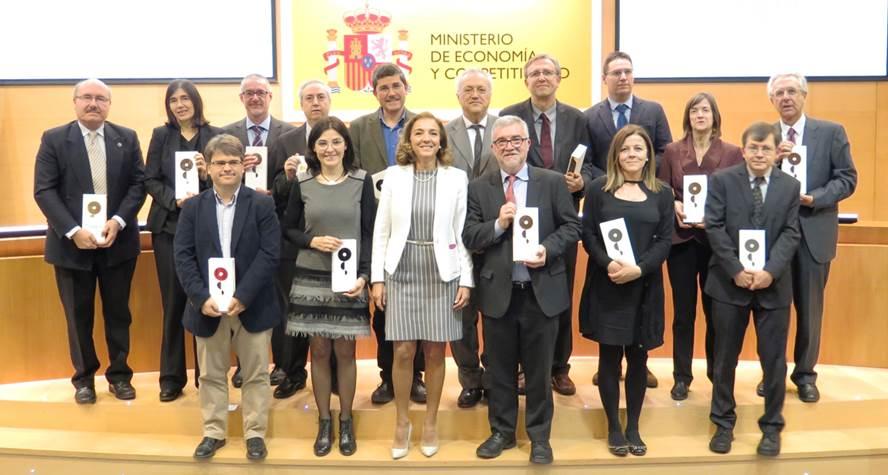 Carmen Vela con los representantes de los centros de investigación