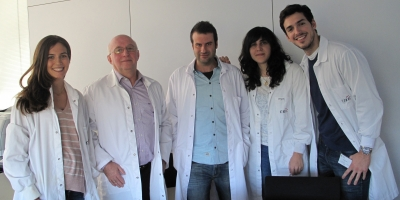 (From left to right) Doctors Carolina Villarroya-Beltrí, Francisco Sánchez-Madrid and Francesc Baixauli, and Doctoral students Irene Fernández-Delgado and Daniel Torralba