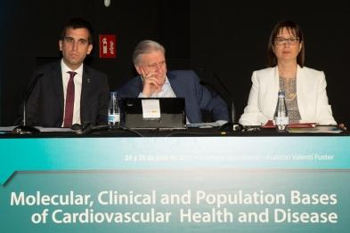 De izquierda a derecha: Ferran Estruch, Alcalde de Cardona, Valentín Fuster, Director y único ponente del curso y María José García Celma, Directora académica del CUIMPB-Centre Ernest Lluch