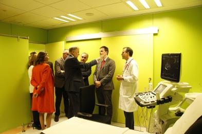 El Comisario de Salud y Seguridad Alimentaria de la Comisión Europea, Vytenis Andriukaitis, durante la visita al Centro de Imagen de Humanos del CNIC.