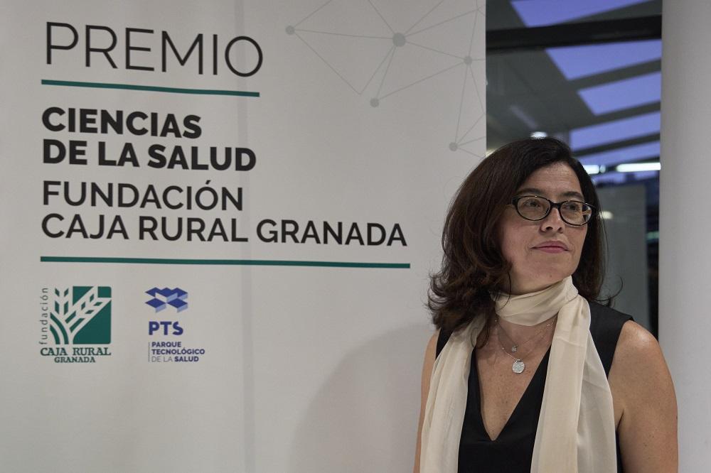 Almudena Ramiro, recibe el Premio Ciencias de la Salud-Fundación Caja Rural Granada